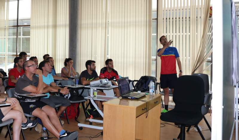 Dando clase en curso Entrenador Nacional de Triatlón, Fed. Española Triatlón